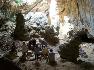 atelier de philosophie dans la grotte de Périllos, juin 2015